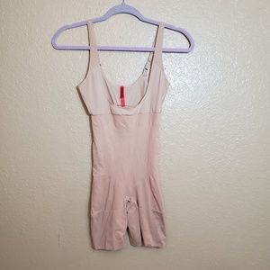 Spanx Open Bust Mid-Thigh Bodysuit Sz M